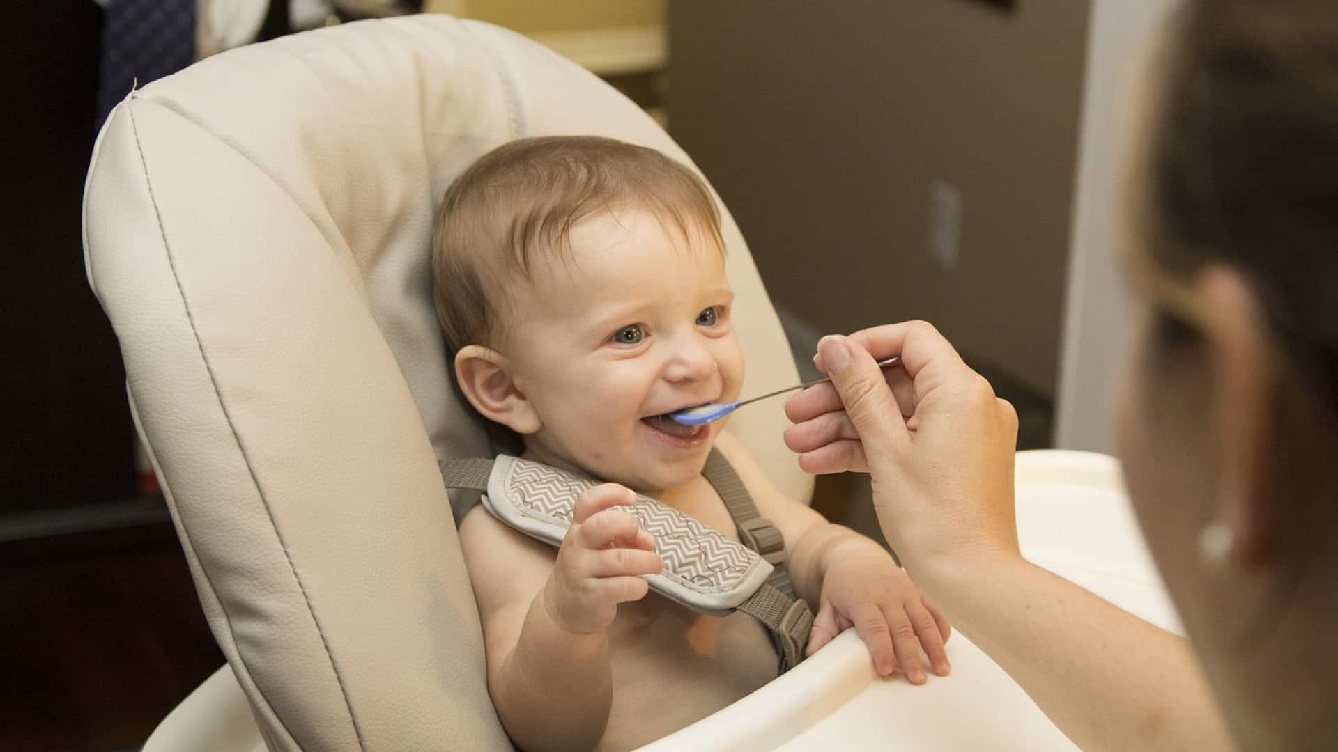 bien-choisir-la-cuillere-pour-nourrir-votre-bebe